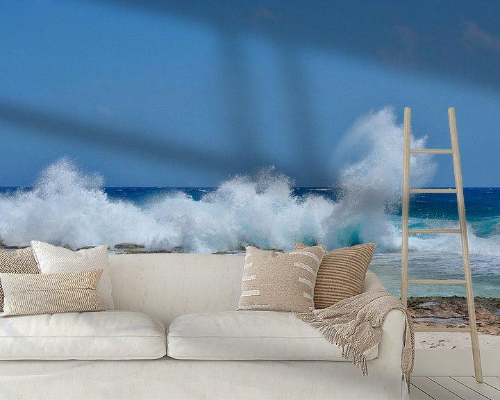 Sfeerimpressie behang: Opspattende golven van Myrthe Visser-Wind