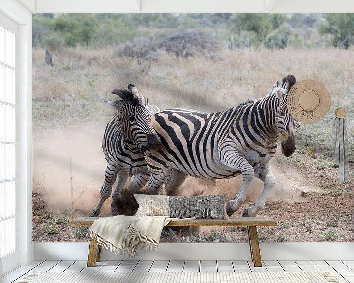 Sfeerimpressie behang: Playful fight! van Robert Kok