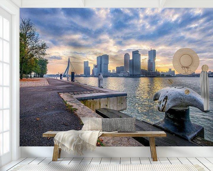 Sfeerimpressie behang: Zonsopkomst in Rotterdam van Henri van Avezaath