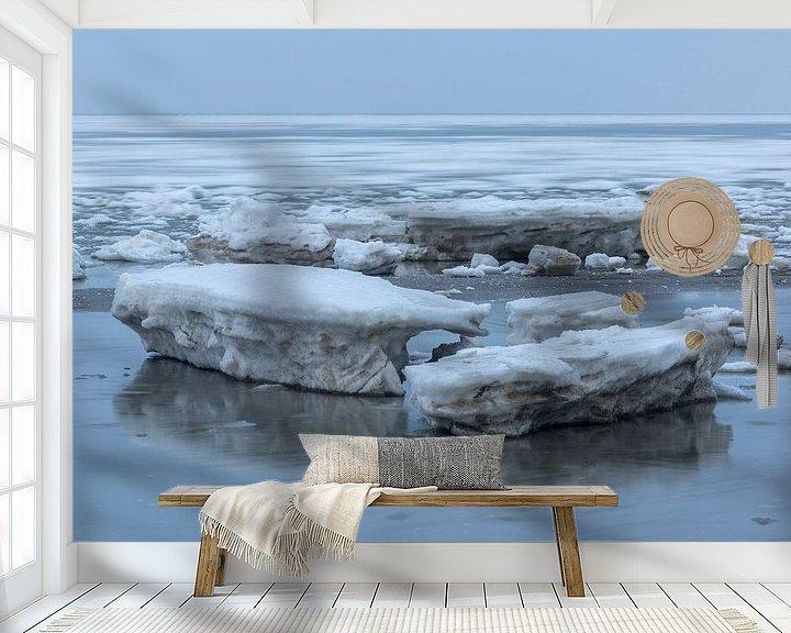 Impression: Moving floes behind blocks of ice sur Karla Leeftink