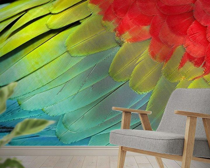 Sfeerimpressie behang: Kleurrijke Groenvleugelara vleugel van AGAMI Photo Agency