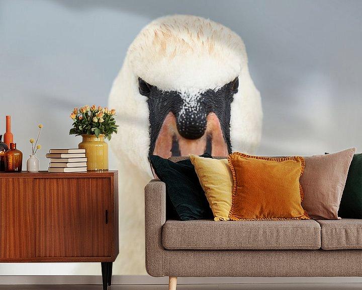Sfeerimpressie behang: Portret van een Zwaan van Rene van Dam