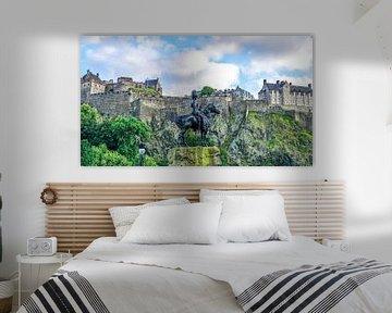 Blik op Edinburgh Castle in Edinburg, Schotland von Arjan Schalken