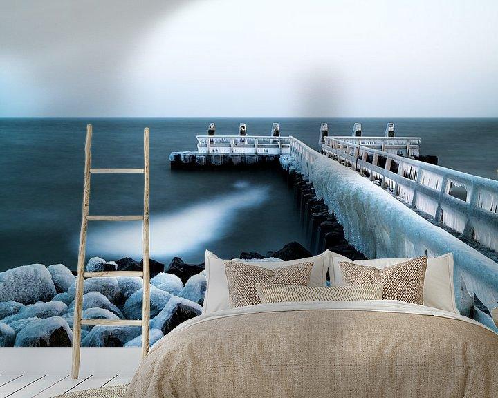 Sfeerimpressie behang: Bevroren pier van Steven Groothuismink