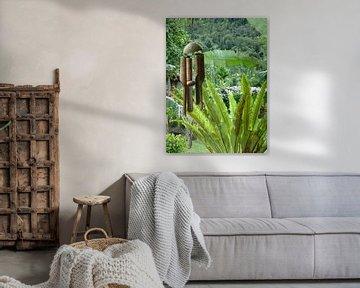 Tropische tuin met windgong von Myrthe Visser-Wind