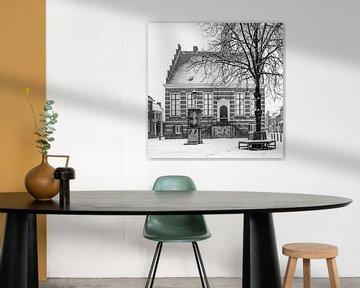 Das alte Rathaus von IJsselstein im Schnee. von Tony Buijse