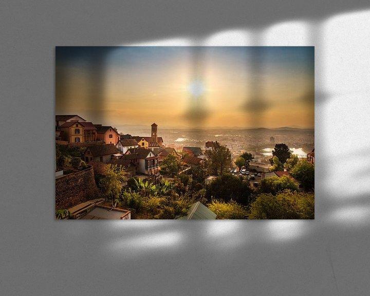 Sfeerimpressie: Antananarivo zonsondergang stadsgezicht van Dennis van de Water