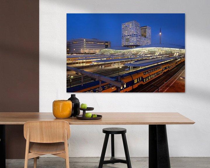 Sfeerimpressie: Station Utrecht Centraal en stadskantoor  van Donker Utrecht