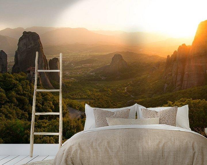 Sfeerimpressie behang: Zonsondergang bij de beroemde kloosters van Meteora van Aagje de Jong