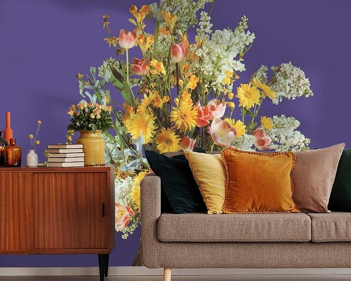 Sfeerimpressie behang: Zelfportret met bloemen 2 van toon joosen
