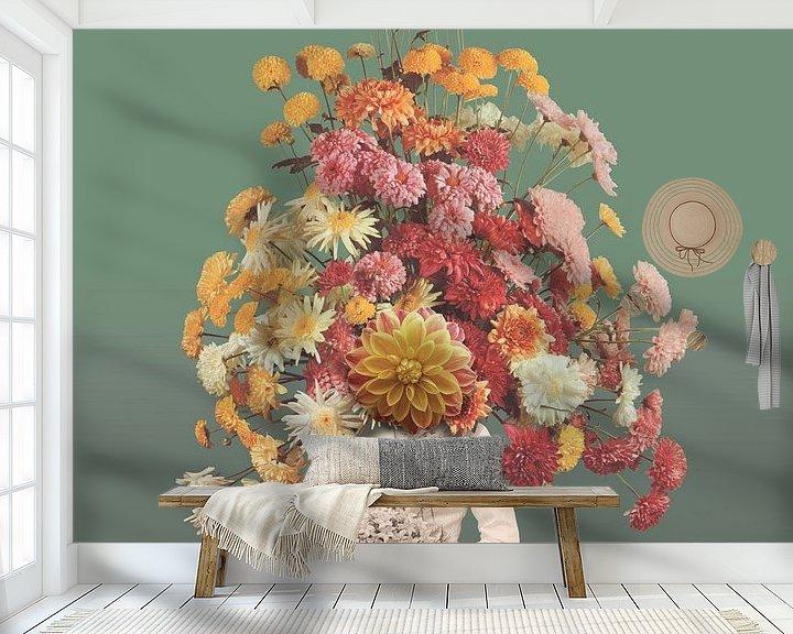 Sfeerimpressie behang: Zelfportret met bloemen 1 (groengrijze achtergrond) van toon joosen