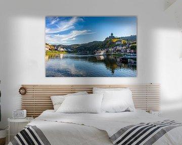 Cochem in Duitsland vanaf de rivier de Moezel. van Jan van Broekhoven