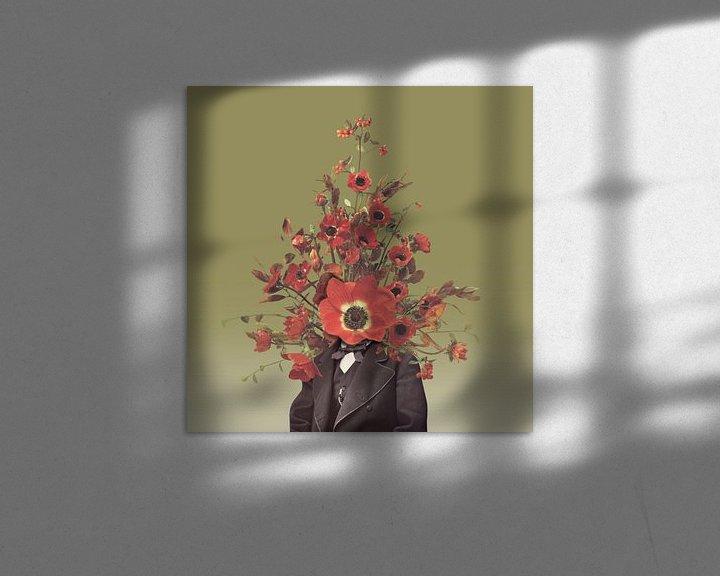Sfeerimpressie: Zelfportret met bloemen 4 (oker achtergrond) van toon joosen