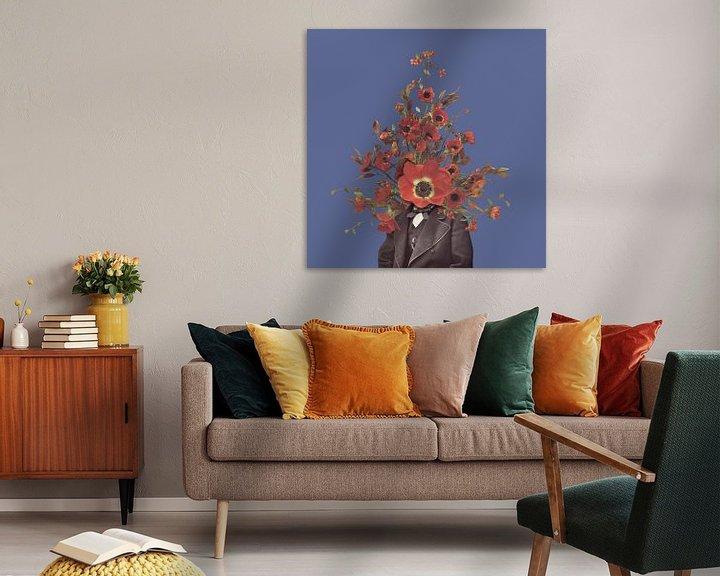 Sfeerimpressie: Zelfportret met bloemen 4 (paarse achtergrond) van toon joosen