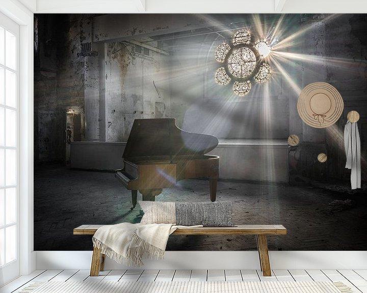 Beispiel fototapete: Klavier mit Sonnenstrahlen durch Buntglasfenster von Inge van den Brande