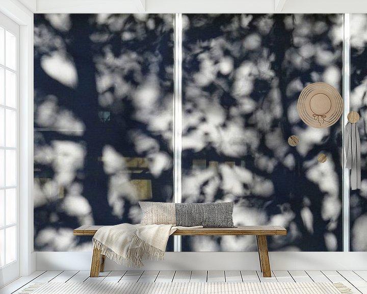 Sfeerimpressie behang: Urban Reflections 118 van MoArt (Maurice Heuts)
