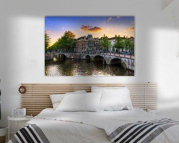 Amsterdamse grachten tijdens zonsondergang von Dennis van de Water