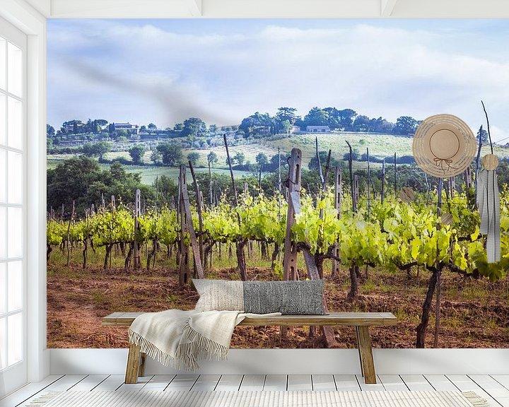 Sfeerimpressie behang: Wijngaard in Toscane van Anneke Hooijer