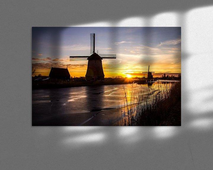 Sfeerimpressie: Molen in Alkmaar met ijs op de sloot bij zonsondergang van Dennis Dieleman