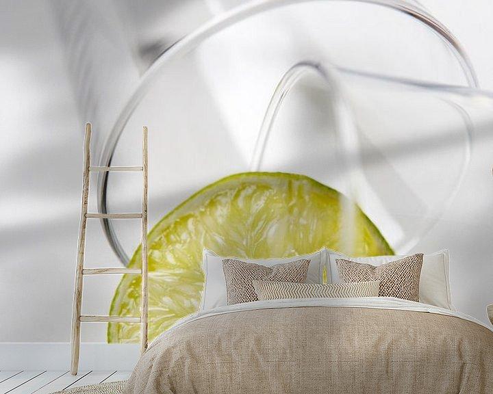Sfeerimpressie behang: Glas met limoen van Carin du Burck