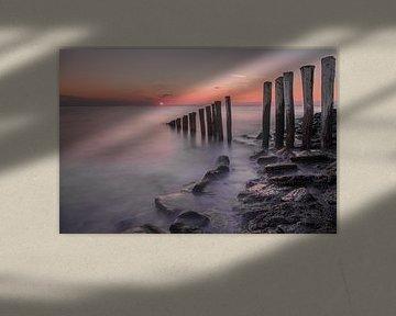 Zonsondergang aan de zeedijk van Marcel Klootwijk