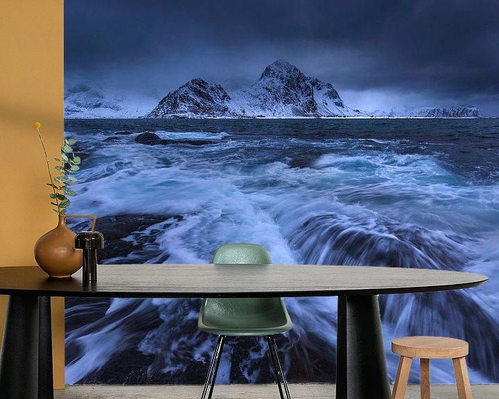 Sfeerimpressie behang: Strand van Vareid, Lofoten. van Sven Broeckx