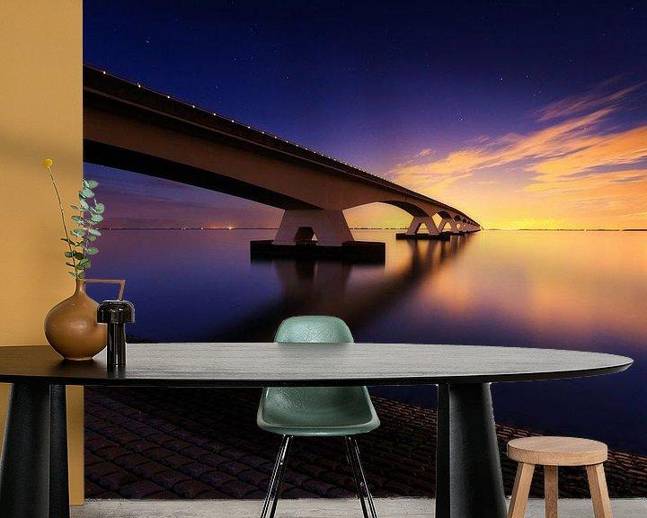 Sfeerimpressie behang: Maansopgang aan de Zeelandbrug. van Sven Broeckx