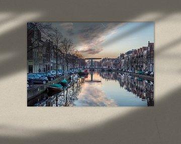 Reflectie langs de grachten van Leiden von Richard Steenvoorden