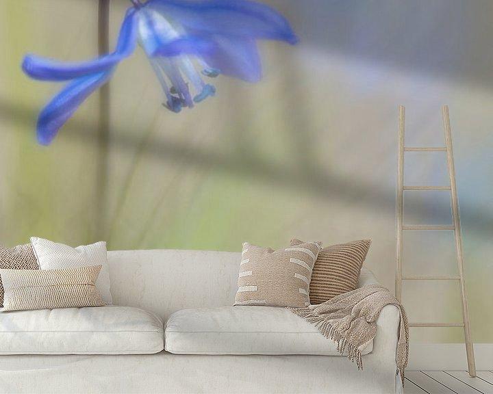 Sfeerimpressie behang: Kruidige vegetatie. van Pieter van Roijen