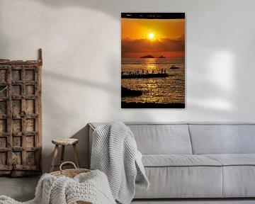 Les gens profitent du coucher de soleil sur Ibiza - Espagne sur Homemade Photos