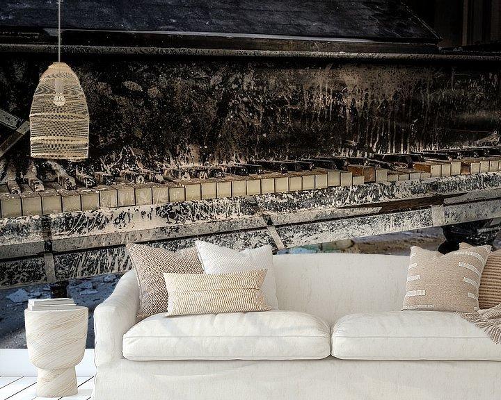 Sfeerimpressie behang: Oude piano van Inge van den Brande