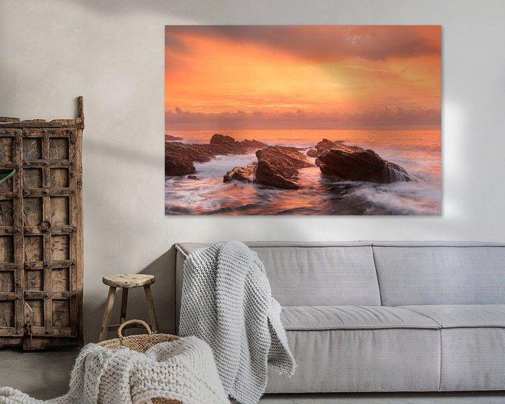 Sfeerimpressie: Een prachtige zonsopkomst aan de oost kust van Taiwan van Jos Pannekoek