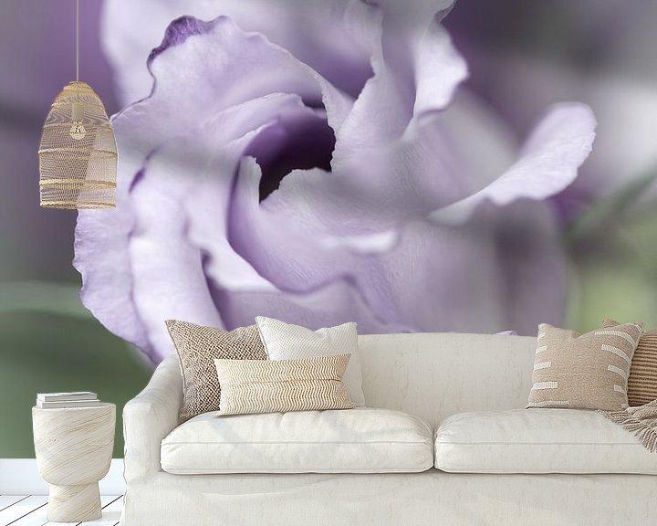 Sfeerimpressie behang: Precious Pink... (bloem) van Bob Daalder