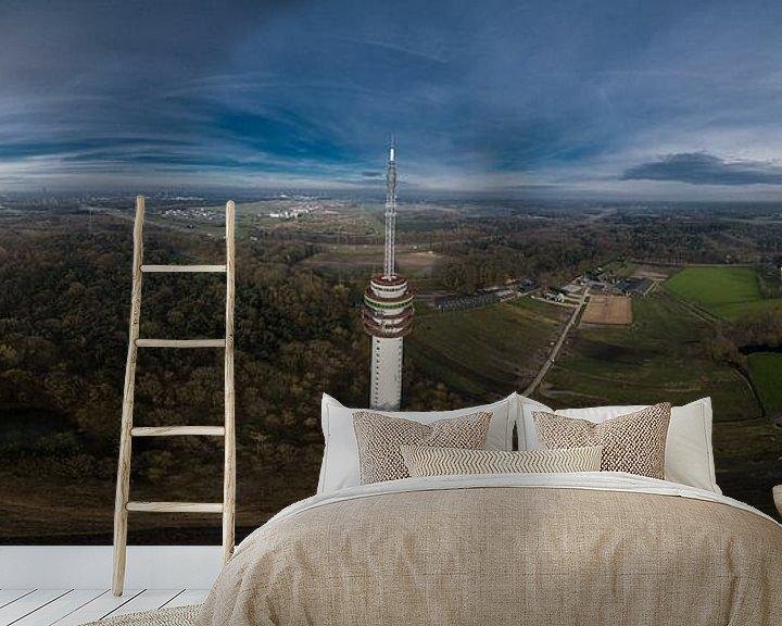 Sfeerimpressie behang: Zendmast Loon op Zand van Above The Grid