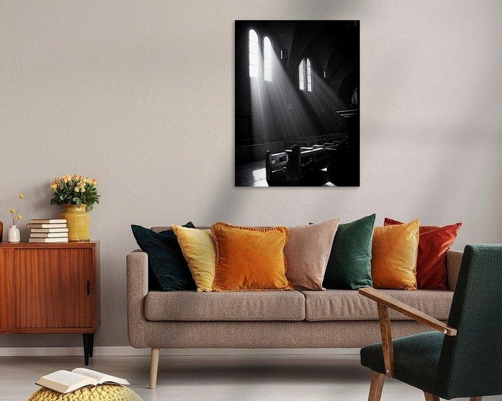 Sfeerimpressie: Lichtval door kerkramen van Paul Beentjes