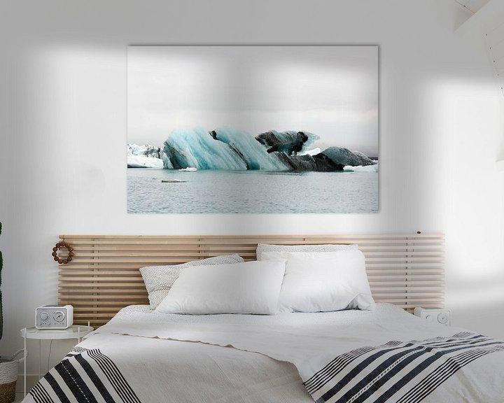 Impression: Jökulsárlón Glacier Lagoon met meeuw sur Anneke Hooijer