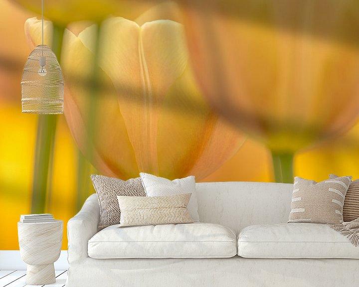 Sfeerimpressie behang: Tulp  (pasteltint) van Marco Liberto
