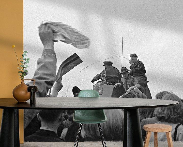 Sfeerimpressie behang: Amsterdam Duivendrecht, Bevrijding 8 mei van Ton deZwart