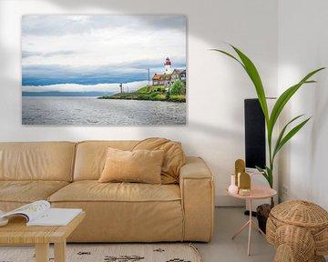 Die ehemalige Insel Urk mit dem Leuchtturm am Ufer des IJsselmeer in Flevoland von Sjoerd van der Wal