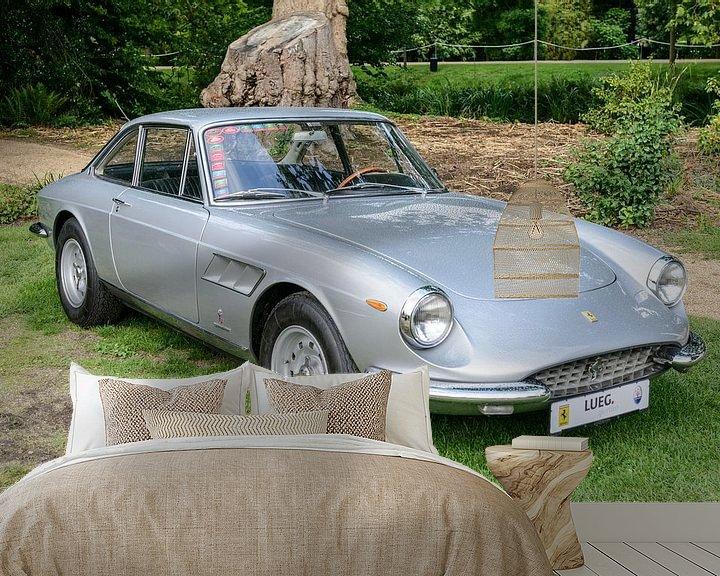 Sfeerimpressie behang: Ferrari 330 GTC klassieke Italiaanse GT-auto uit de jaren 60 van Sjoerd van der Wal