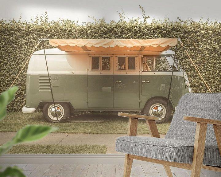 Sfeerimpressie behang: Volkswagen Type 2 (T1) Transporter Kombi of Microbus campervan van Sjoerd van der Wal
