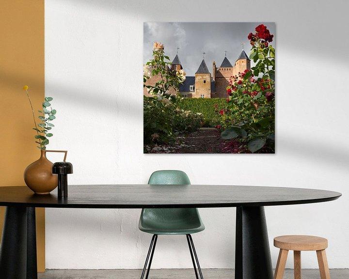 Sfeerimpressie: Zicht op Slot Assumburg vanuit de rozentuin van Paul Beentjes