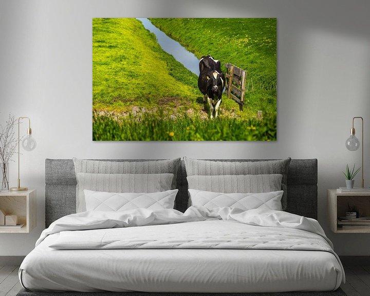Sfeerimpressie: Koe in puur hollands weiland van Sjoerd Tullenaar