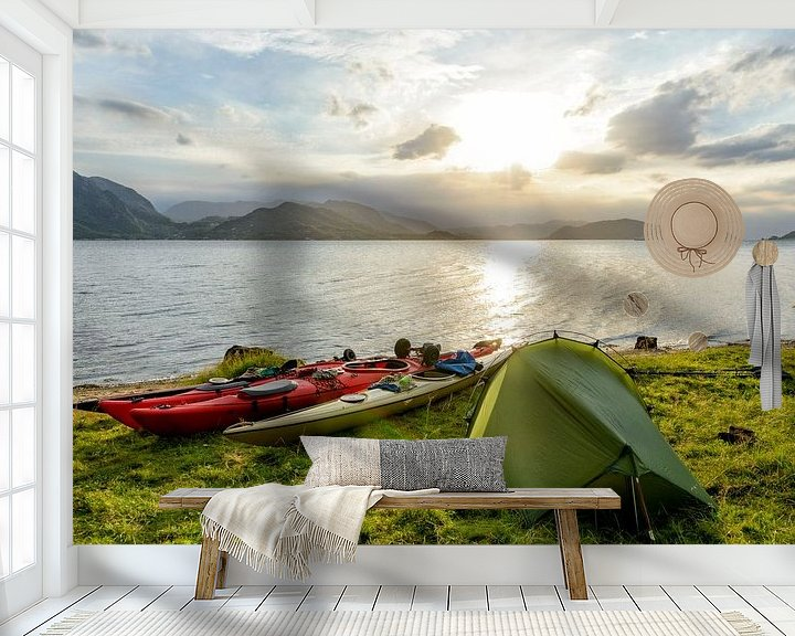 Sfeerimpressie behang: Kamperen in een Noors fjord tijdens een kanotrip in de zomer van Sjoerd van der Wal