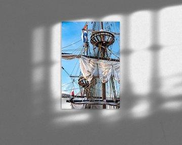 Zeilmasten van een historische oude houten zeilboot van Fotografiecor .nl