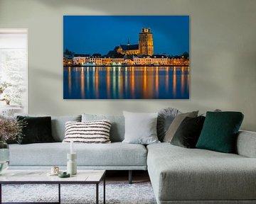 Die Kirche von Dordrecht in der blauen Stunde. von Jos Pannekoek