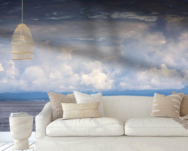 Sfeerimpressie behang: Een eenzame zeilboot op het water van Menno Schaefer