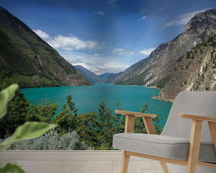 Sfeerimpressie behang: Canada turquoise meer van Menno Schaefer