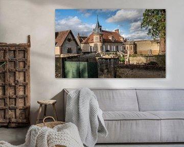 Een huis met een torentje in een oud dorpje in Frankrijk. van Ineke Mighorst