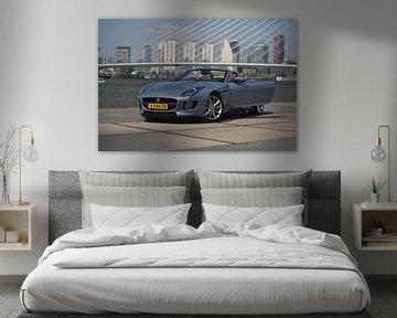 Jaguar F-Type bij de Erasmusbrug in Rotterdam van Liam Gabel